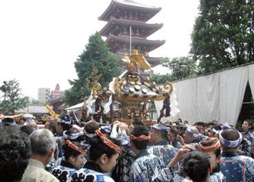 三社祭の風景